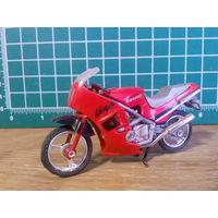 Модель мотоцикла Kawasaki Ninja в масштабе 1:24