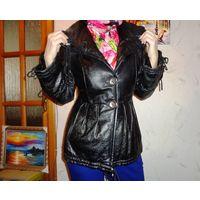 Куртка натуральная кожа с капюшоном карманами и большими пуговицами