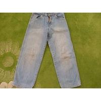 Светлые джинсы для мальчика на рост 122 см