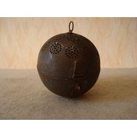 Старый огромных размеров шар-ситечко для заварки чая?