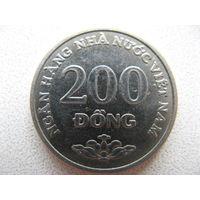 Вьетнам 200 донгов 2003 г.