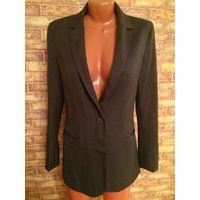 Серый пиджак Страдивари на 46-48 размера, очень классно смотрится на фигурке. Длина 78 см. Обмен не интересует, почтой по предоплате лота.