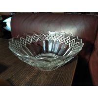 Стеклянная ваза-салатник из стекла СССР.