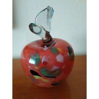 Пресс - папье яблоко из Муранского (Венецианского) стекла. Италия