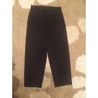 Классические мужские брюки на 44-46 размер. Длина 99 см, ПОталии 40 см, ПОбедер 60 см.