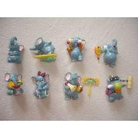 Киндеры из серии Слоны на отдыхе  8 шт
