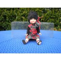 Кукла в национальном шотландском костюме.  22 см.