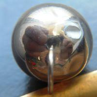 Серебряная подвеска-шар.