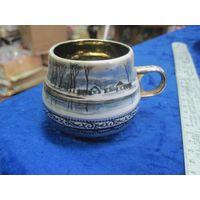 Чашка кофейная с росписью и позолотой.