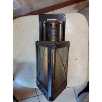 Старый треугольный свечной фонарь