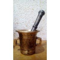 Старинная бронзовая ступка с пестиком