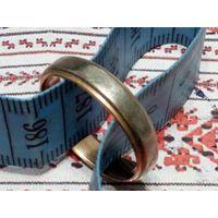 Кольцо обручальное типа золото б/у 21 разм.