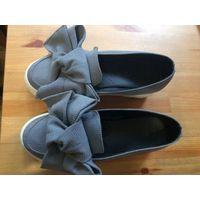 Криперсы слипоны туфли на платформе с бантом на 39 размер. Очень классно смотрятся, серого цвета, ткань. Состояние б/у вещи, не в идеале, но в хорошем состоянии.