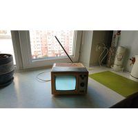 Телевизор Silelis 405 d1, рабочий.Звук очень громкий. Может работать от сети 220 в. и от аккума 12 В.