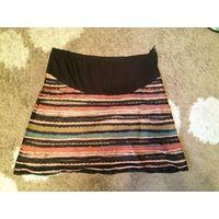 Очаровательная интересная юбка на 56 размер. Можно для беременной. БУ, хорошо бу. Состояние среднее, но из-за яркости юбки мелкие дефекты в глаза не бросаются. ПОталии57см, длина59см.
