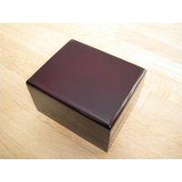 Очень красивая лакированная коробка футляр для часов и украшений