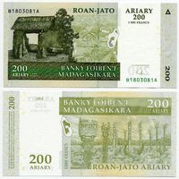 Мадагаскар. 200 ариари (образца 2004 года, P87b, UNC) [#1803081, радар]