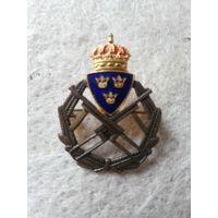 """Нагрудный военный знак королевской гвардии Швеции """"За отличную стрельбу из автомата"""" III-ей степени. Швеция, первая половина прошлого века.(6)."""