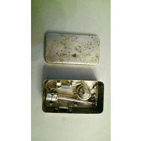 Старинный шприц и набор иголок, без колбы. США