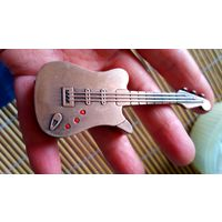 Зажигалка. Муз. инструмент. Гитара.