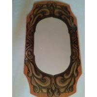 Зеркало настенное, на деревянной панели, украшено кованным металлом, р-р 95х50