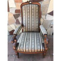 Кресло антикварное в хорошем состоянии