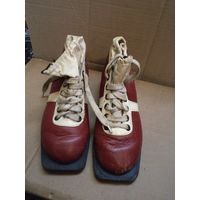 Лыжные ботинки Botas. Кожа. Размер на фото.