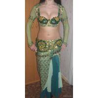 Костюм для восточных танцев (арабских танцев)
