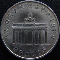 YS: ГДР, 20 марок 1990, открытие Берлинской стены у Бранденбургских ворот, КМ# 139, вес 15,22 гр.