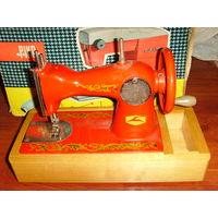 Детская швейная машинка СССР в интерьер