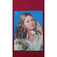 ДЕВУШКА ПОДМИГИВАЕТ-1- -открытка сувенирная- из ГДР