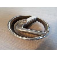 Эмблема решетки радиатора Lexus