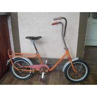 Старый детский велосипед.