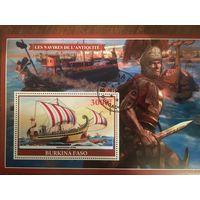 Буркина Фасо 2019. Античный парусный боевой корабль Romaine Liburne. Малый лист.
