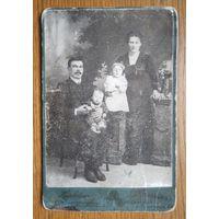 Семейное дореволюционное фото. Санкт-Петербург. До 1917 г. 11х16 см