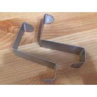 Крючки металл, новые, купила себе, но не подошли(. 2 штуки. Размер: 2 см, высота 6 см 4 см. Очень удобно повесить на дверь в ванной например.   Посмотреть можно в районе ст. метро Фрунзенская, в трех