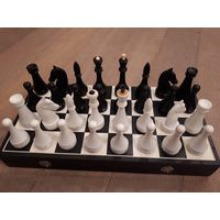 Советские турнирные шахматы. Карболит.