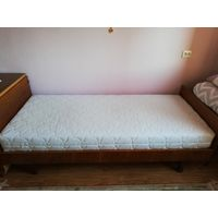 Деревянная кровать с ортопедическим матрасом