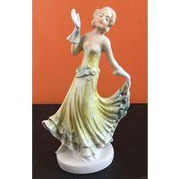 Статуэтка фарфоровая Танцовщица (Девушка). Германия