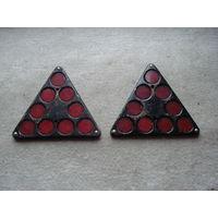 Два катафота (светоотражателя) ОСВАР ФП401 красных треугольных. СССР, вторая половина прошлого века.