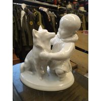 Дружба. Мальчик-якут с собакой. ИФЗ-ЛФЗ. Белый фарфор.