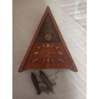 Часы настенные с кукушкой.