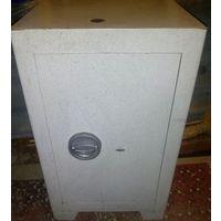 Сейф офисный-мебельный, аналог КС 70, 40-36-65см, отлич.сост, 2 ключа ; 150 руб