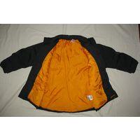 Куртка на мальчика Adidas зимняя на синтепоне, рост 128-130, черная с оранж.подкладкой, длина по спинке от воротника 59 см, расстояние между плечевыми швами 39 см, между подмышками 50 см, длина рукава