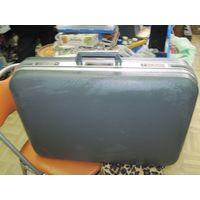 Отличный французский чемодан-дипломат Delseu с замочком и ключиками 68*46*22 см.