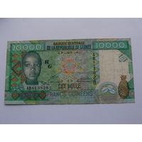 """Гвинея. 10000 франков 2010 год - """"50 лет Центральному банку"""""""
