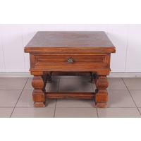 Маленький столик с выдвижной шуфлядой.Массив дуба.Голландия.