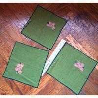 Три салфетки зеленые с вышитыми цветочками. 27х27 см