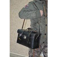 Ностальгическая сумка из СССР. Финская или Югославия.Из натур кожи,прочными удобными ремнями.Жёсткий корпус делает сумку особенно привлекательной-ничего не мнётся,ничего не бьётся.