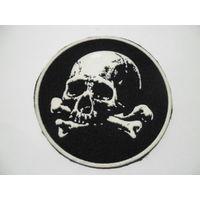 Нашивка череп и кости